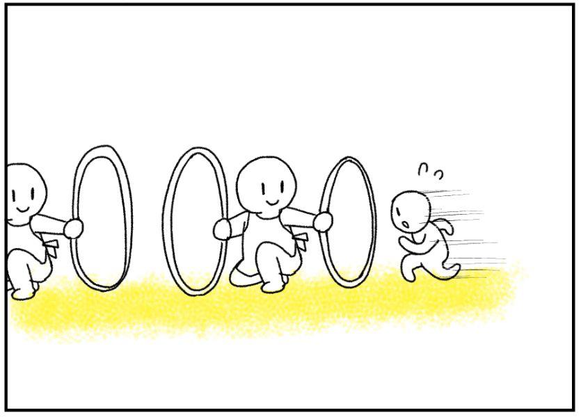 フープをくぐって抜ける3歳児の運動会サーキット